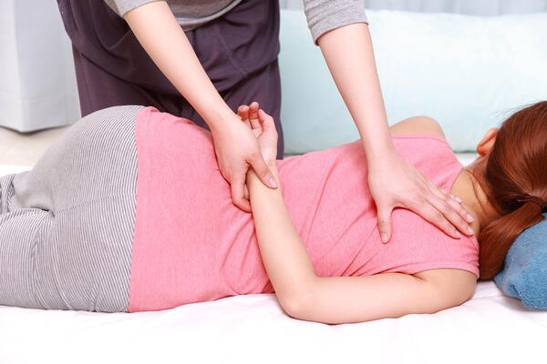 Back Pain Chiropractors | Spinal Adjustment